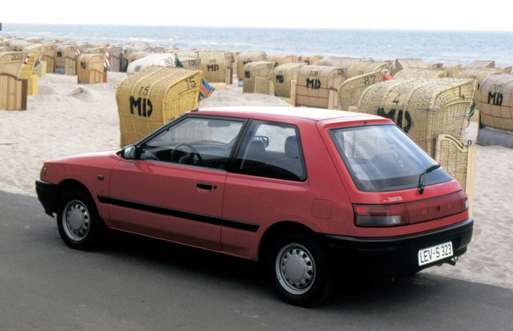 Mazda 323 - каталог автомобилей - Wroom.ru