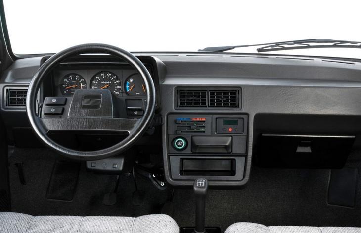 Интерьер хэтчбека Seat Ibiza первого поколения, 1984-1993