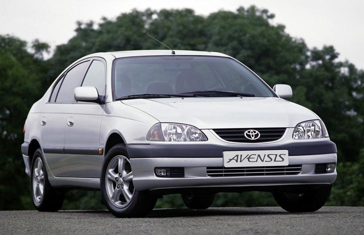 Седан Toyota Avensis первого поколения, 1997–2002
