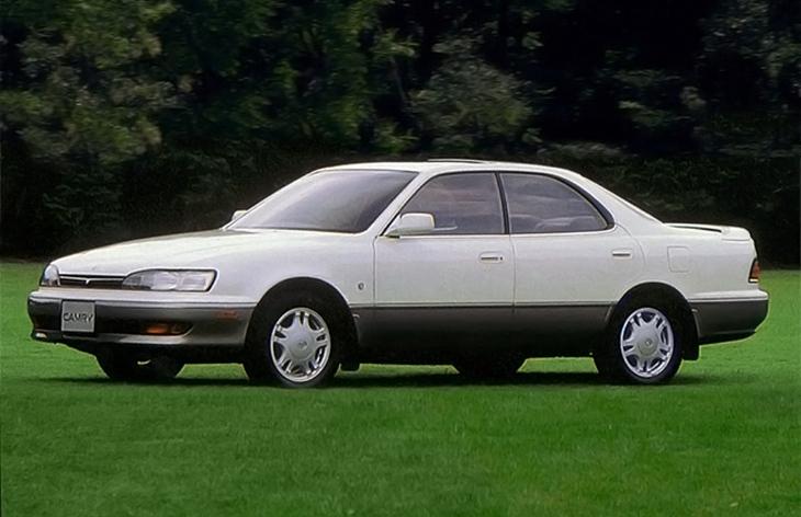 Седан Toyota Camry третьего поколения (V30), 1990–1994