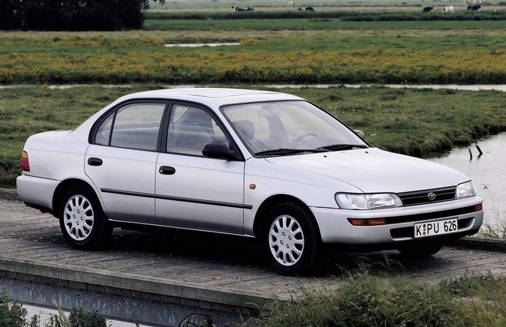 Седан Toyota Corolla седьмого поколения, 1992-1999
