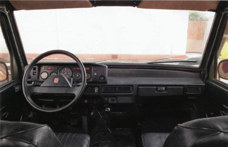 Интерьер опытного внедорожника УАЗ-3172, 1991 год