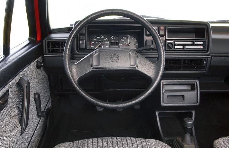 Интерьер хэтчбека Volkswagen Golf второго поколения, 1983–1992