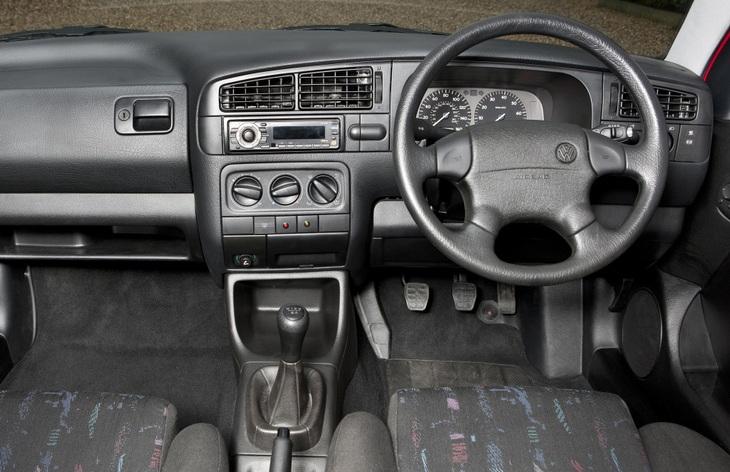 Интерьер хэтчбек Volkswagen Golf третьего поколения, 1991–1997