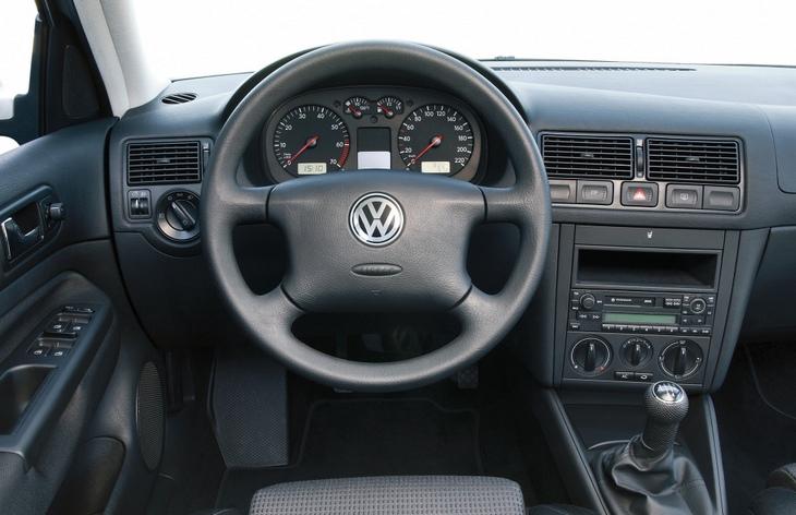 Интерьер хэтчбека Volkswagen Golf четвертого поколения, 1997–2006