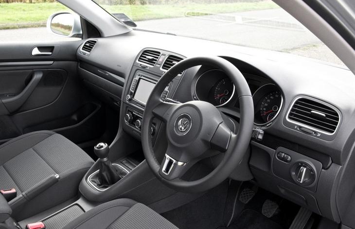 Интерьер автомобиля Volkswagen Golf шестого поколения, 2008–2013