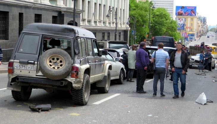 Приложение будет работать по принципам «европротокола», то есть аварии с пострадавшими или ДТП с несколькими автомобилями придётся оформлять по-старому — с вызовом ГИБДД