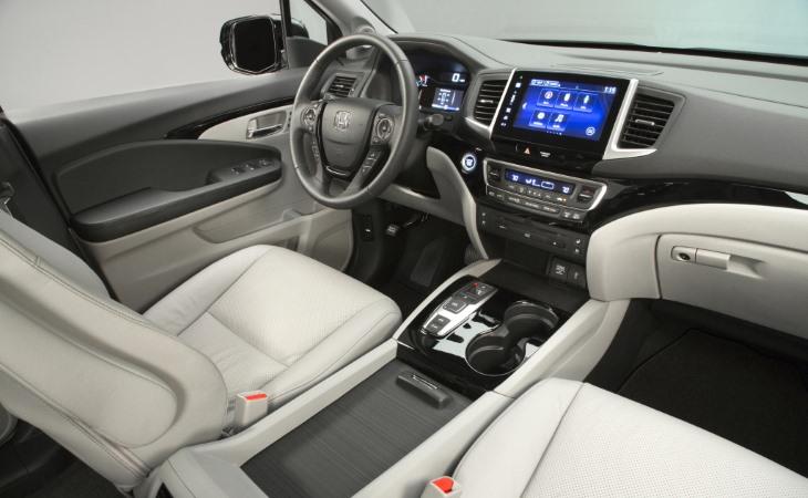 Начались продажи нового седана BMW 7 серии в России
