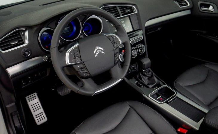 Улучшенный Ситроэн C4 Sedan получил русский ценник