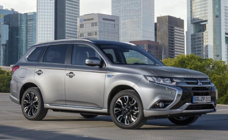 В 2015 году в Японии начали выпускать гибриды с обновлённым дизайном но до России такие машины не добрались