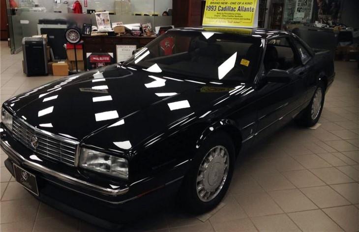 ВКанаде продается родстер кадилак Allante 1993 года выпуска снулевым пробегом