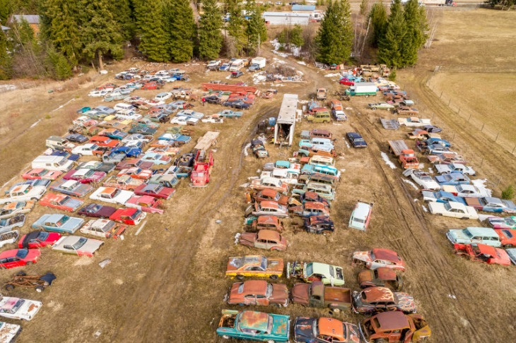 Канадец выставил на реализацию  кладбище авто  за1 млн.  долларов