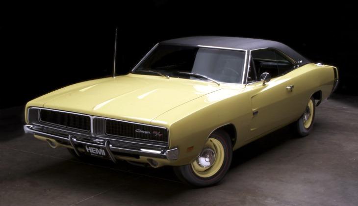 Купе Dodge Charger 1969 модельного года с замаскированной светотехникой