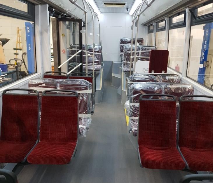 Салон электробуса рассчитан на 76 пассажиров