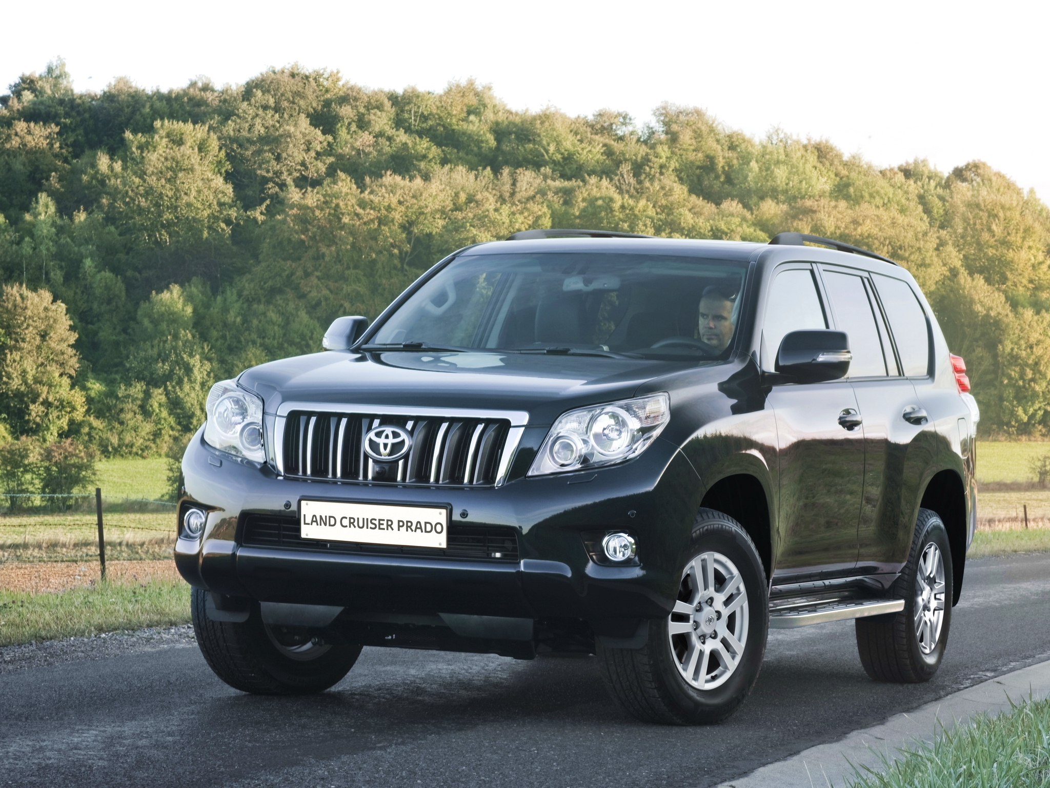 Toyota Land Cruiser Prado 150.