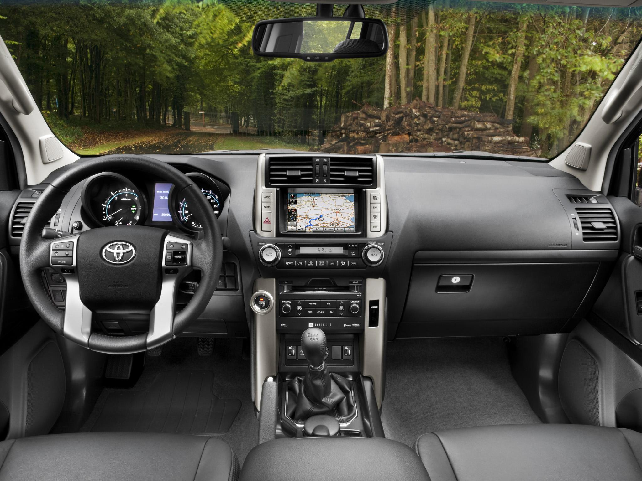 Toyota Land Cruiser 150.
