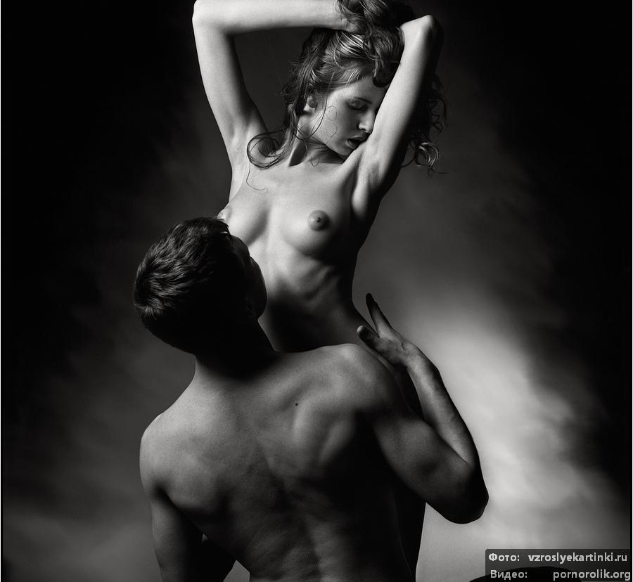 eroticheskoe-foto-parney-i-devushek-rukami-prochimi-predmetami