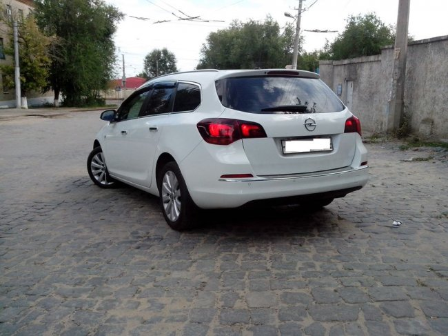 Opel Astra Sports Tourer (2012 г.)