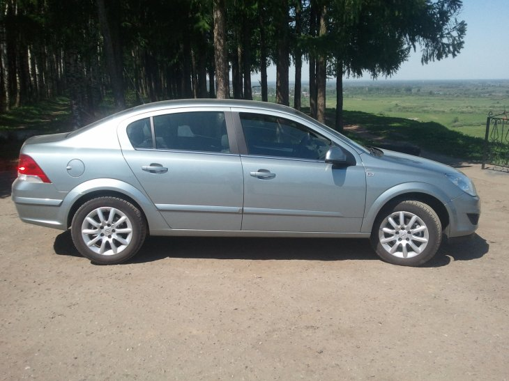 Opel Astra 1.8  (140 л.с.) (2013 г.)